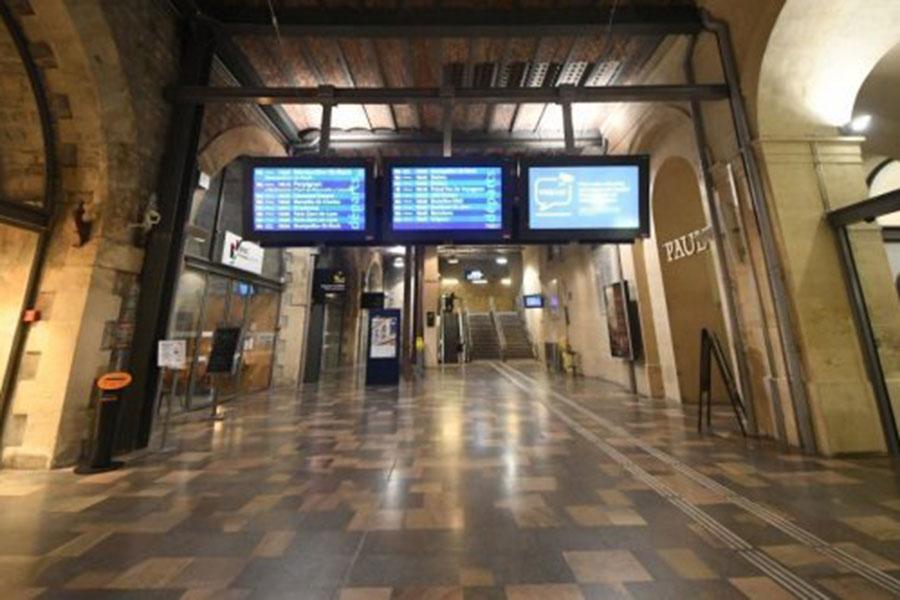 ВоФранции эвакуировали вокзал города Ним из-за сообщений овооруженном мужчине