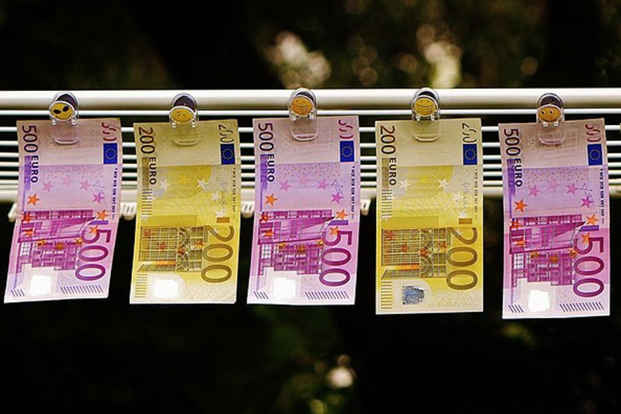 Биржевой курс евро дорос до70 руб.