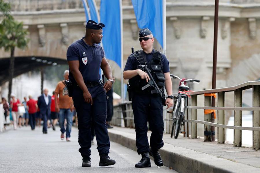 Нацсобрание Франции продлило режимЧП из-за терактов до1ноября