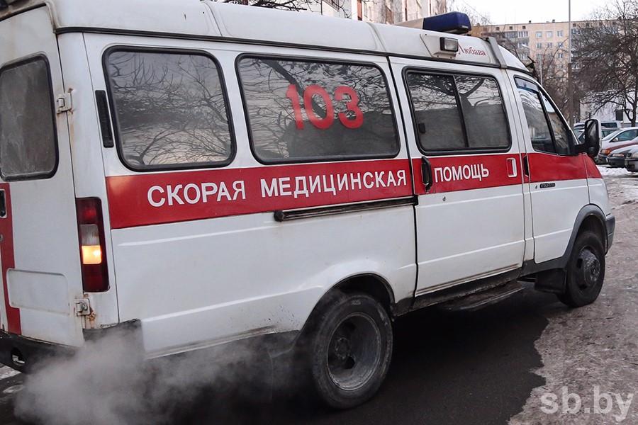 В Барановичах из окна 4-го этажа выпал мужчина