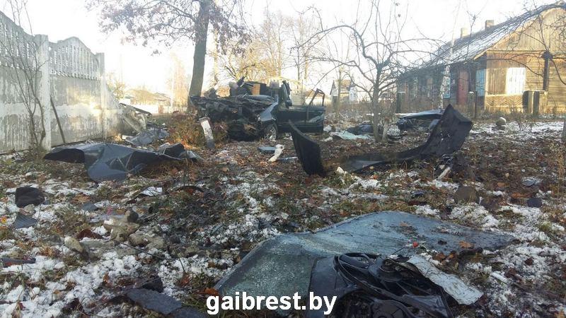 ВКаменецком районе бесправник несмог справиться суправлением: шофёр ипассажир погибли