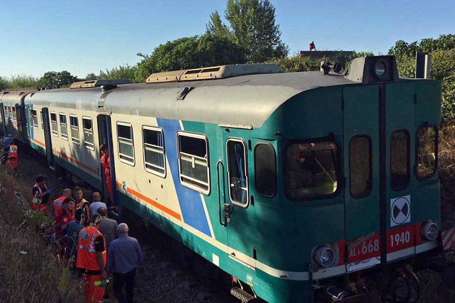 Наюге Италии столкнулись два поезда