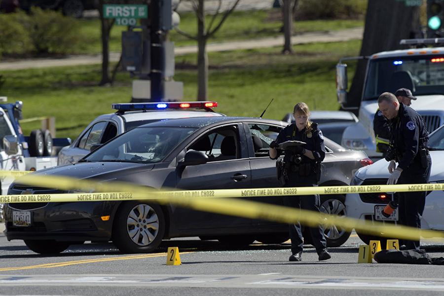 Водной изшкол США устроили стрельбу, пострадали шестеро