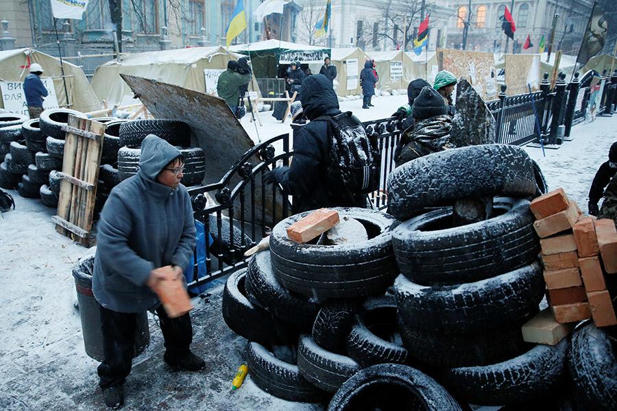 Саакашвили: милиция сделала рейд напалаточный лагерь около Рады