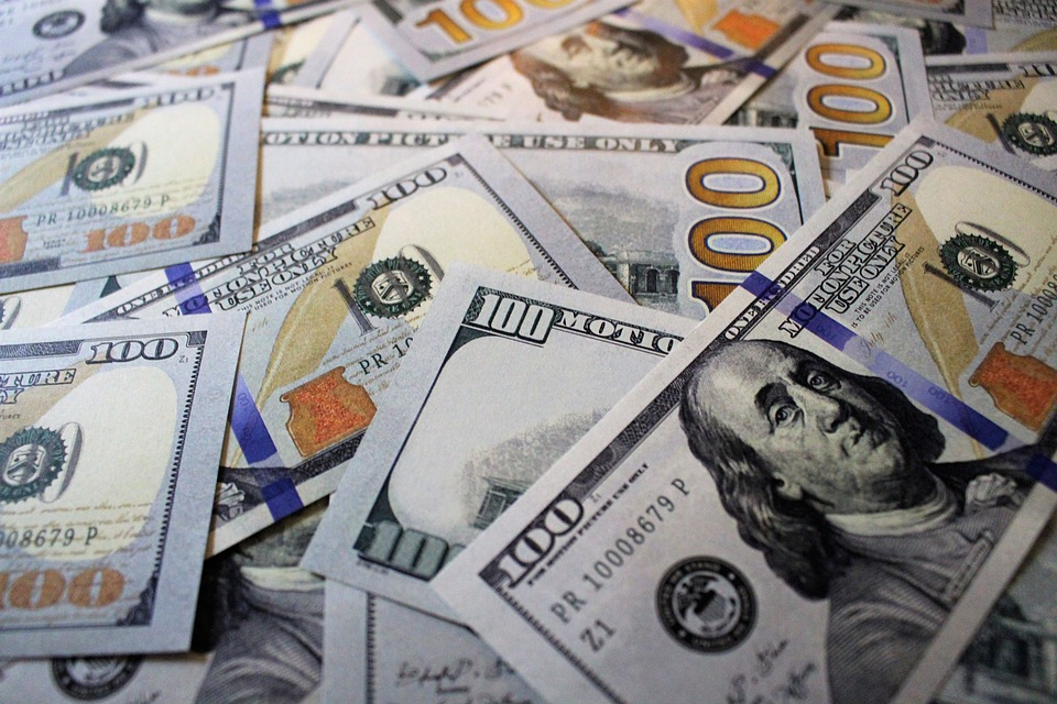 Курсы валют: русский руб. 2-ой день отыгрывает падение, доллар проседает