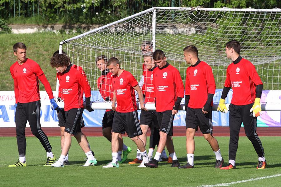 Молодежная сборная Российской Федерации пофутболу забила семь безответных мячей вворота белорусов