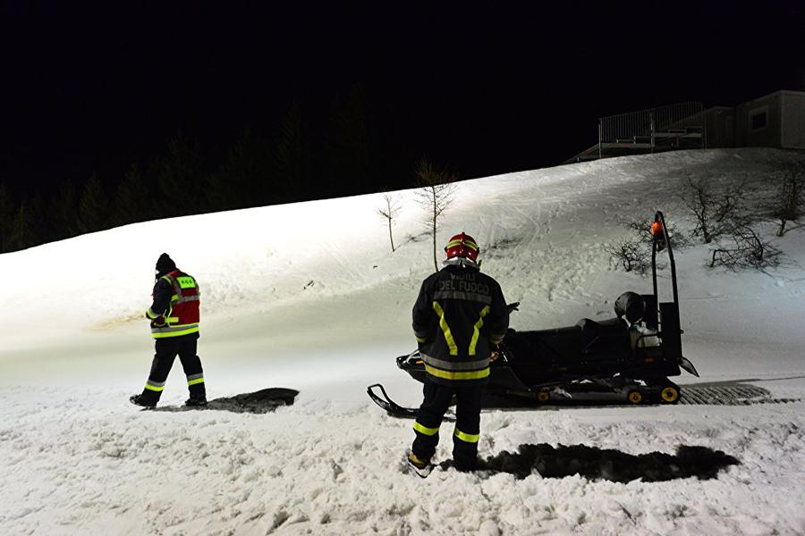 Снегопады вИталии: туристов эвакуировали вертолетами изотеля
