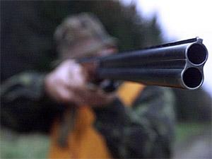 Охотник из Орла наставил ружье на представителей власти