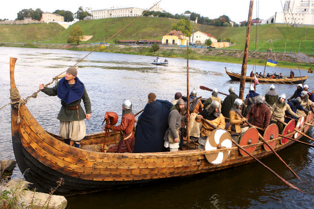 Reconstructed-Viking-vessel-arrives-in-Grodno.png