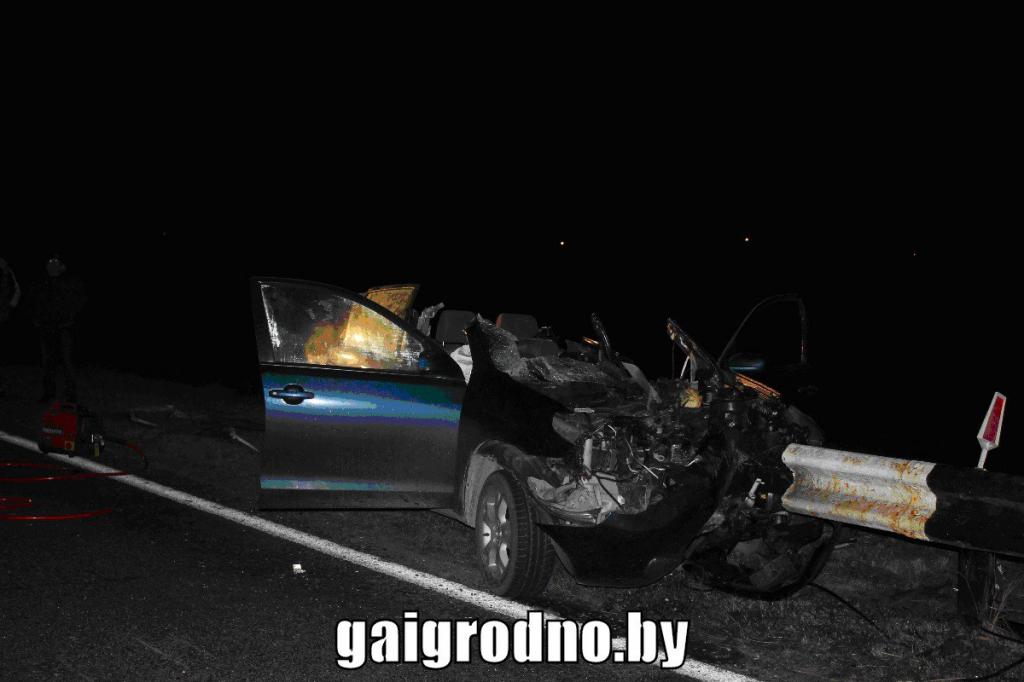 Шофёр «Тойоты» врезался вдорожный отбойник и умер вКореличском районе