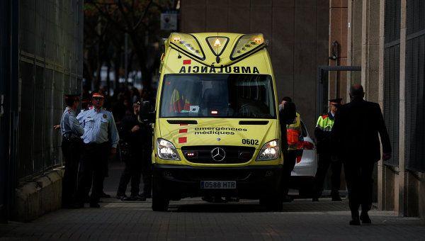 Пассажирский поезд сошел срельсов вИспании, поменьшей мере двоих человек погибли