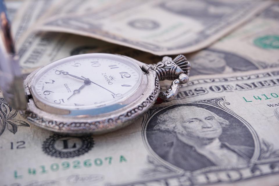 Недоотпусков. всередине лета белорусы продали рекордный объем валюты чистыми