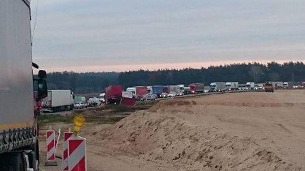 Нетрезвый белорус натри часа заблокировал дорогу Белосток— Варшава