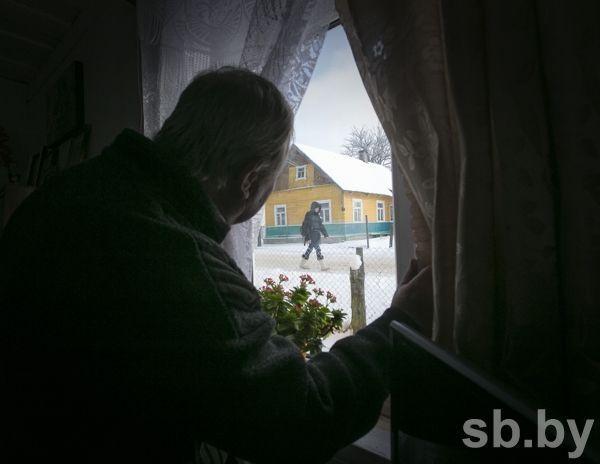 «Нетутэйшы» с рюкзаком за плечами и в валенках — повод для подозрений. Читать статью полностью на портале «СБ»: http://www.sb.by/obshchestvo/article/ikh-khata-ne-s-krayu.html