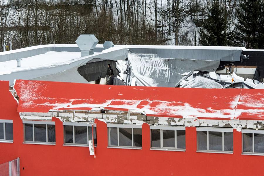 Крыша спортзала обрушилась вовремя матча пофлорболу вЧехии