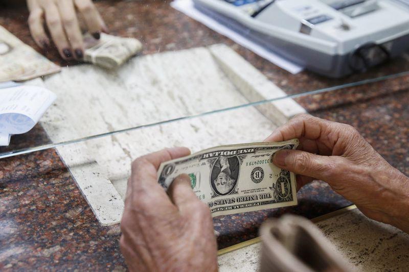 В Минске открылись после деноминации валютные торги
