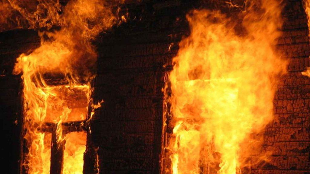 Двое взрослых и4-летний ребенок погибли при пожаре вСлонимском районе