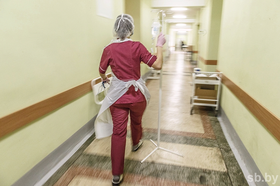 Всостоянии ребенка, попавшего в клинику после инъекции антибиотика, отмечается благоприятная динамика