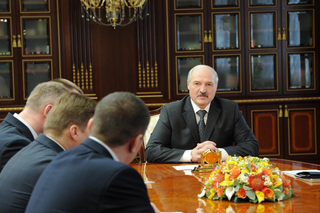 Лукашенко назначил 3-х зампредов горисполкома и установил имзадачи