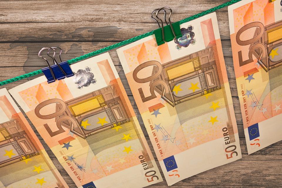 Евро и русский руб. упали вцене наторгах 29августа