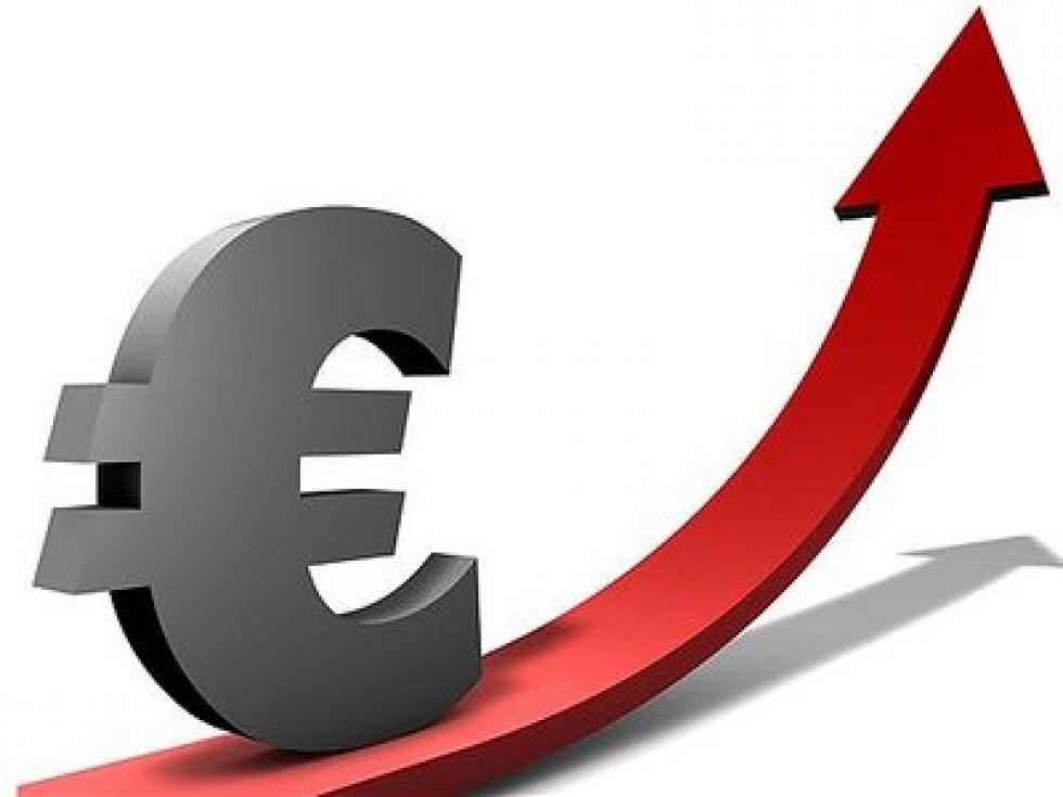 Евро в начале торгов вырос почти на 500 рублей