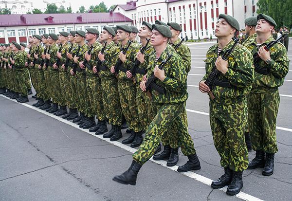 Более 1.200 военнослужащих внутренних войск МВД приняли присягу на ...