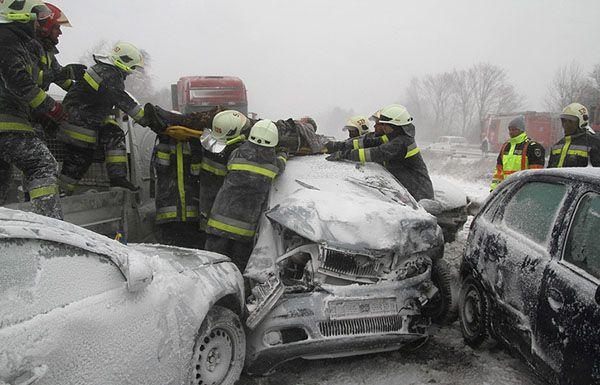 ВТоронто зафиксировано неменее 500 аварий из-за снегопада