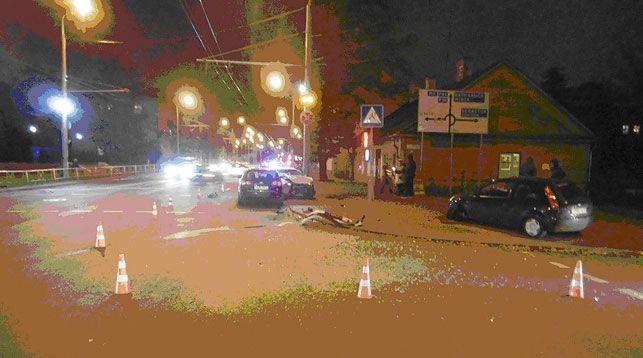 ВГродно автомобиль вылетел натротуар исбил пешехода