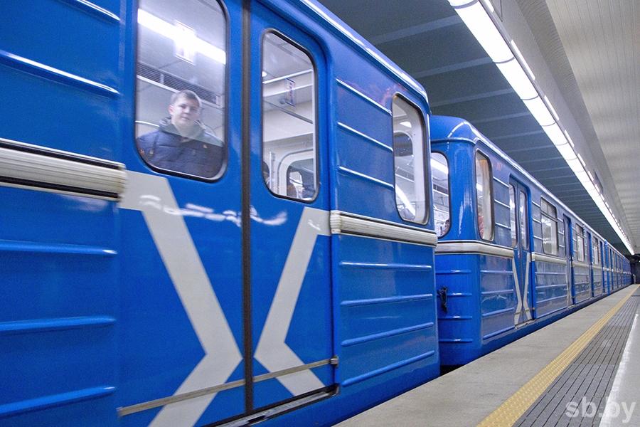 транспорт-метро-платформа14-101215 (Копировать).JPG