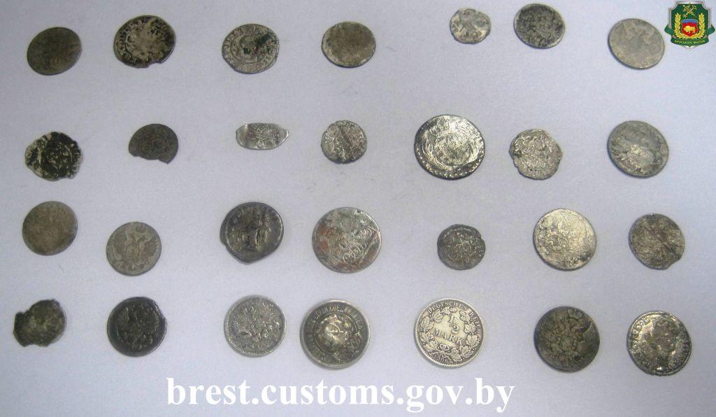 Редкие монеты ХV-XX веков изъяли награнице брестские пограничники