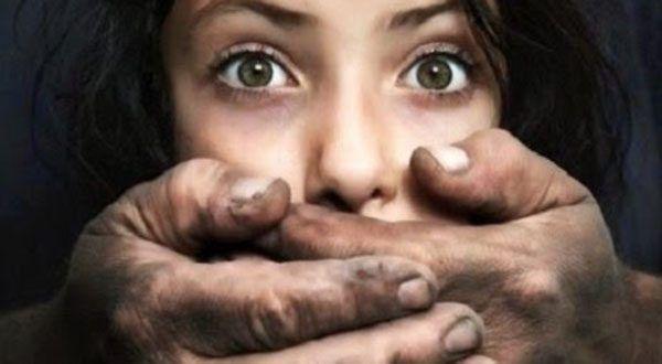 Столичный директор-сутенер завербовал для интима 30 девочек-подростков