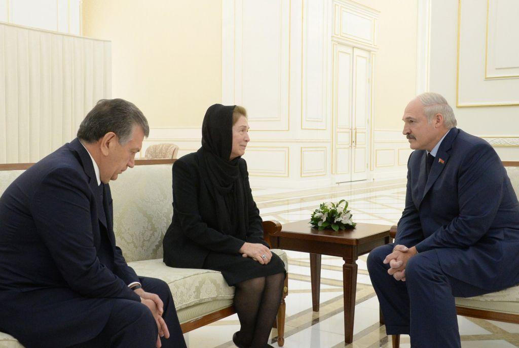Руководитель республики Белоруссии прибыл вУзбекистан