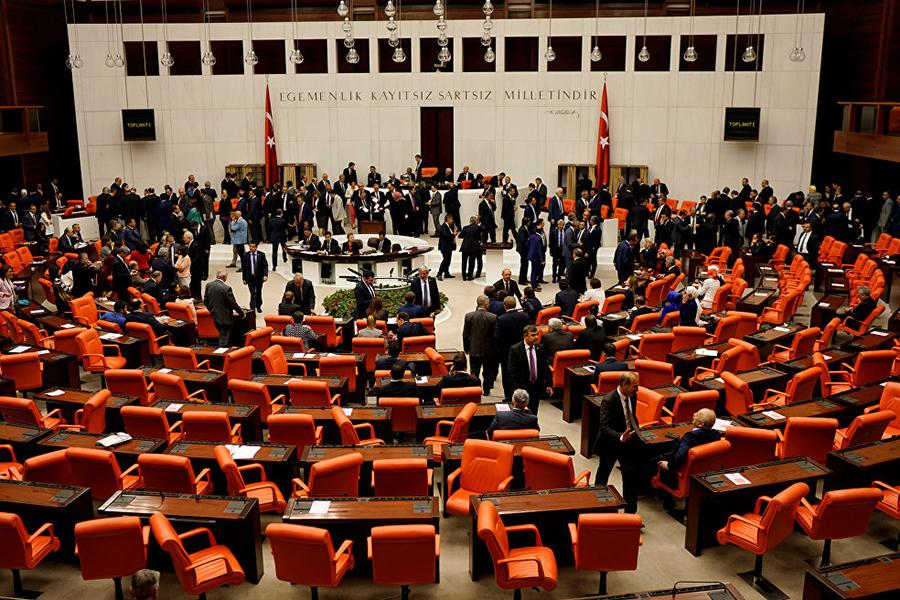 Парламент Турции одобрил поправки опереходе кпрезидентской форме правления