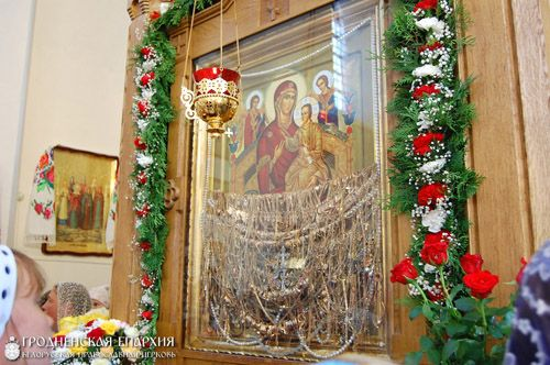 В Сынковичах с чудотворной иконы украли дары