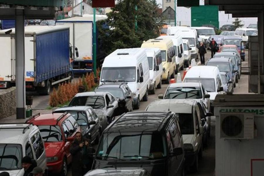 Вочередях награнице сПольшей стоят неменее 1300 авто