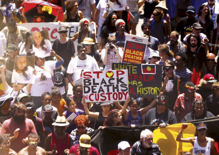 Protesters demand human rights for Australia`s Aboriginal community