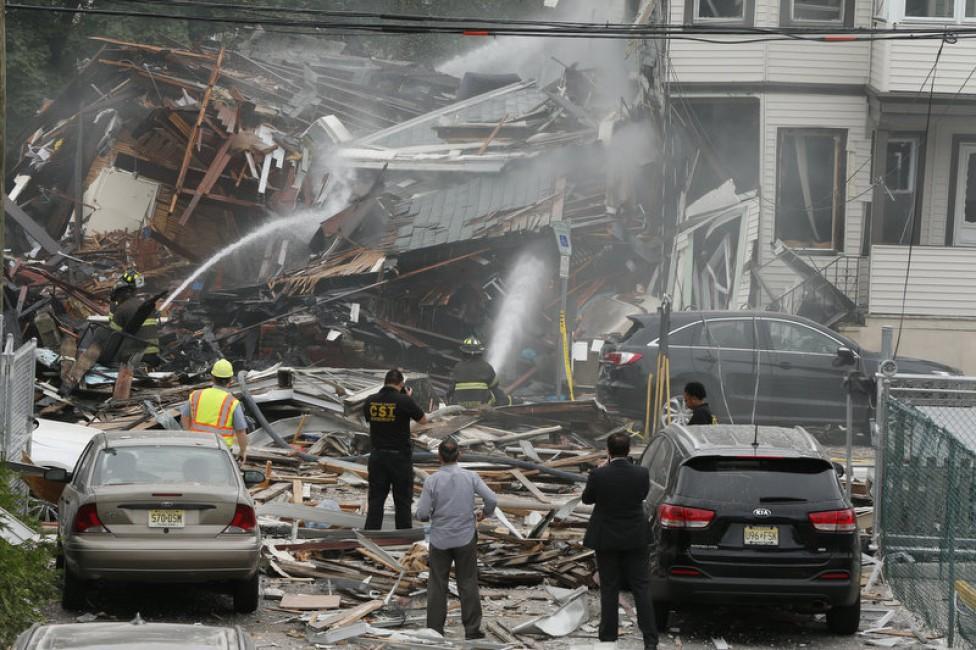 ВНью-Джерси после взрыва газа обрушились два жилых дома