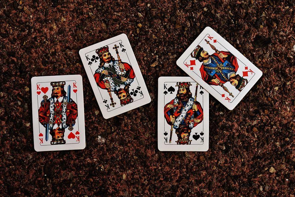 ВБобруйске мужчина выпрыгнул изокна— его избивали из-за карточного долга