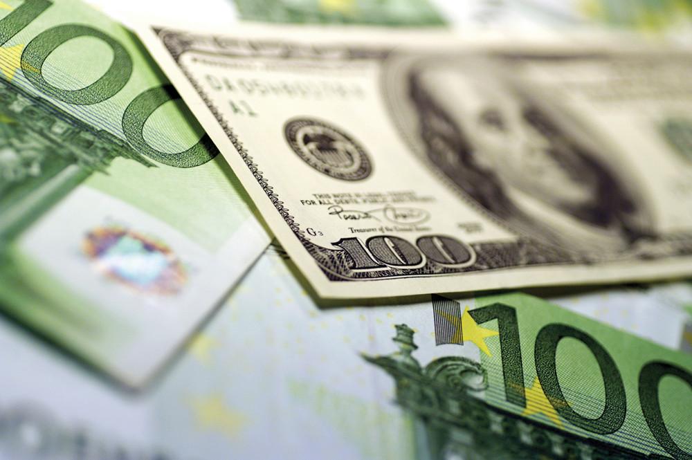 Набиржевых торгах 12января доллар иевро установили новые рекорды