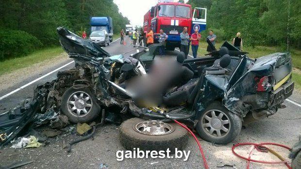 Кошмарная авария под Пинском: двое погибли, пятеро в клинике