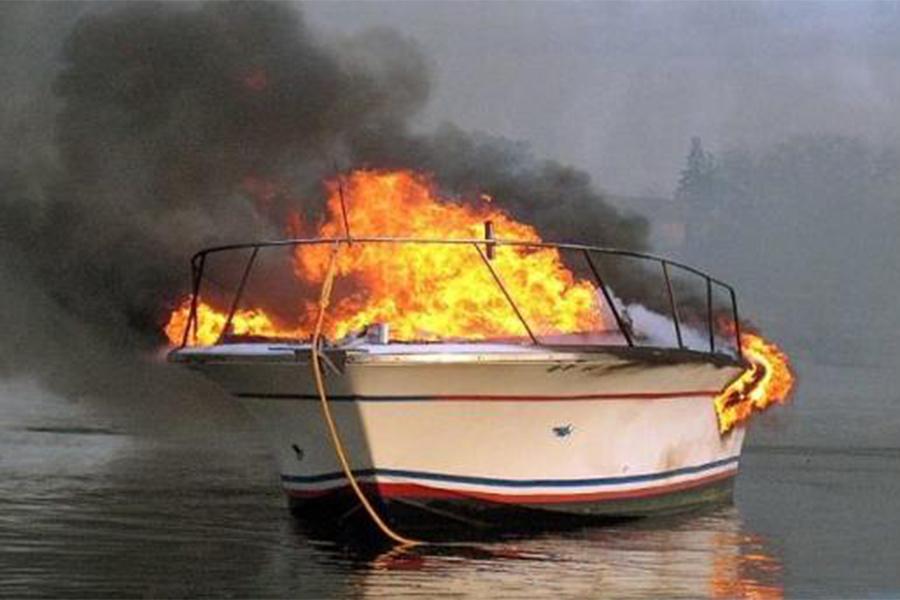 Три человека погибли впожаре наяхте близ Генуи