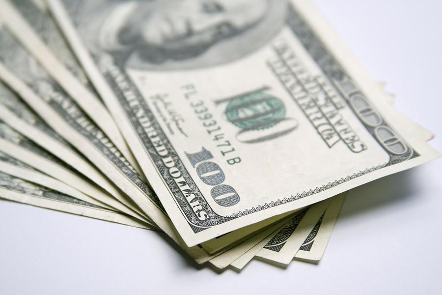 Центробанк установил курс доллара на6мая 2017-ого