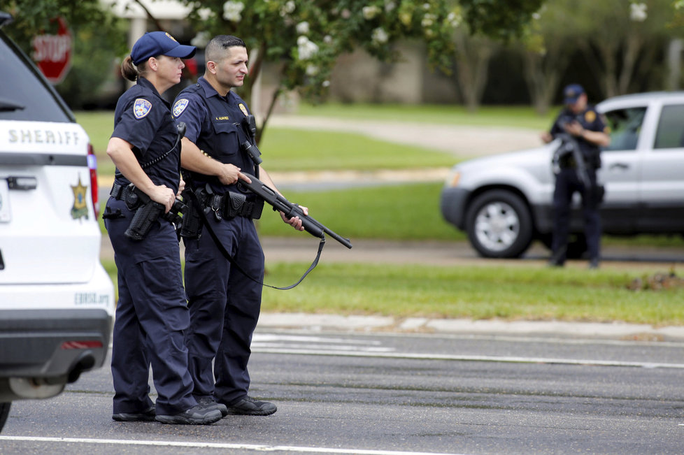 Неизвестный застрелил трёх человек вКалифорнии