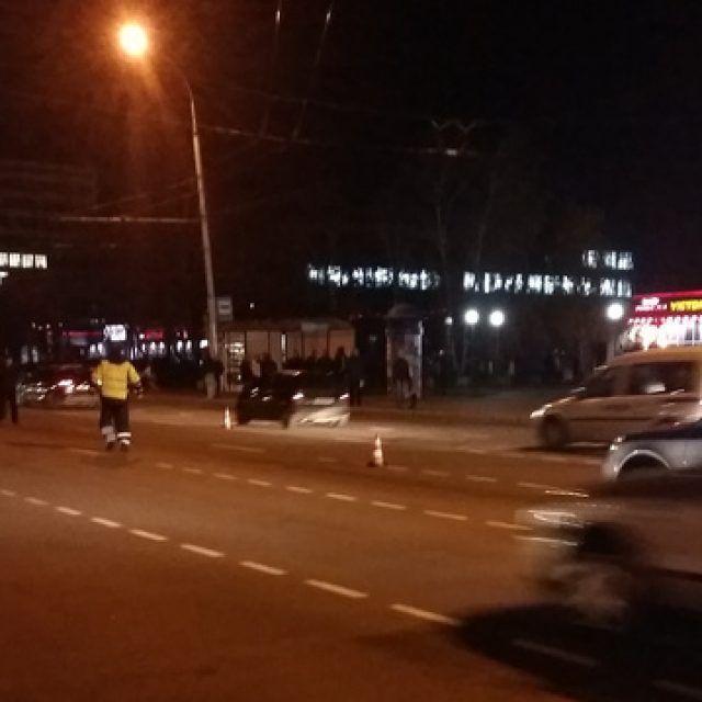 ВБресте перебегавший дорогу накрасный свет ребенок попал под автомобиль