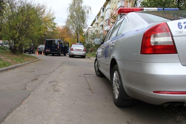 Автомобиль Тойота насмерть сбил инвалида водворе дома вМинске