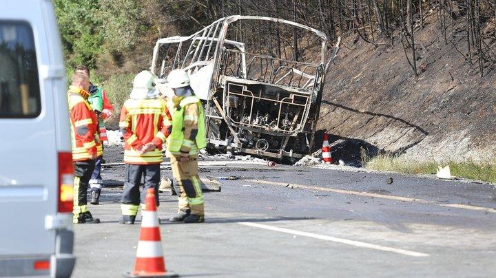 В Баварии сгорел туристический автобус, пострадали более 30 человек