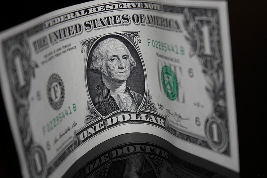 Сначала недели доллар потерял вцене, аевро подрос