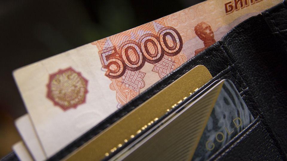 Доллар иевро упали вцене наторгах 15августа, русский руб. подорожал