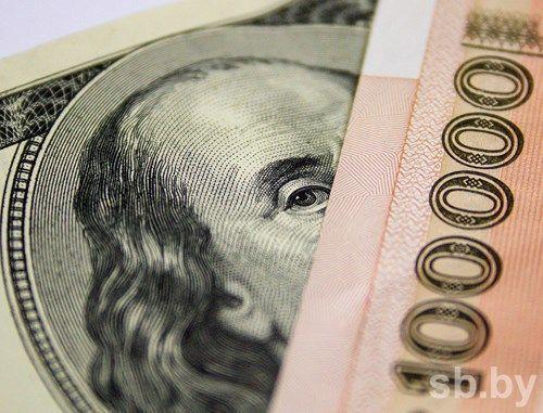 Доллар и евро продолжают рост в Беларуси