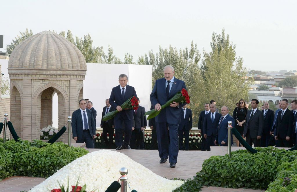 Лукашенко посетил могилу Ислама Каримова